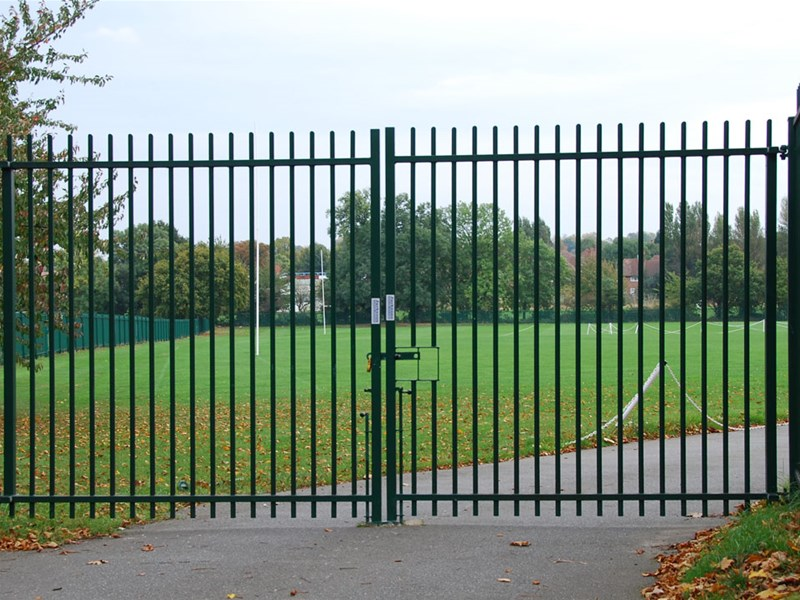 SWING GATE AND FENCING